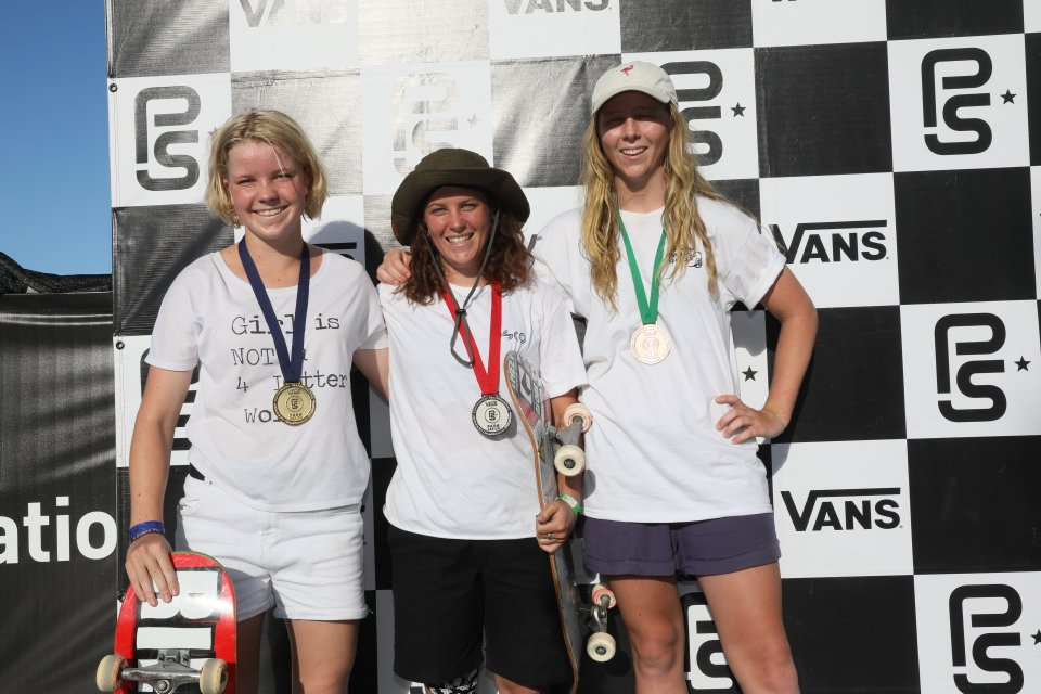 1st Poppy Starr Olsen, 2nd Shanae Collins, 3rd Taniah Meyers  Photo: Anthony Acosta</span>