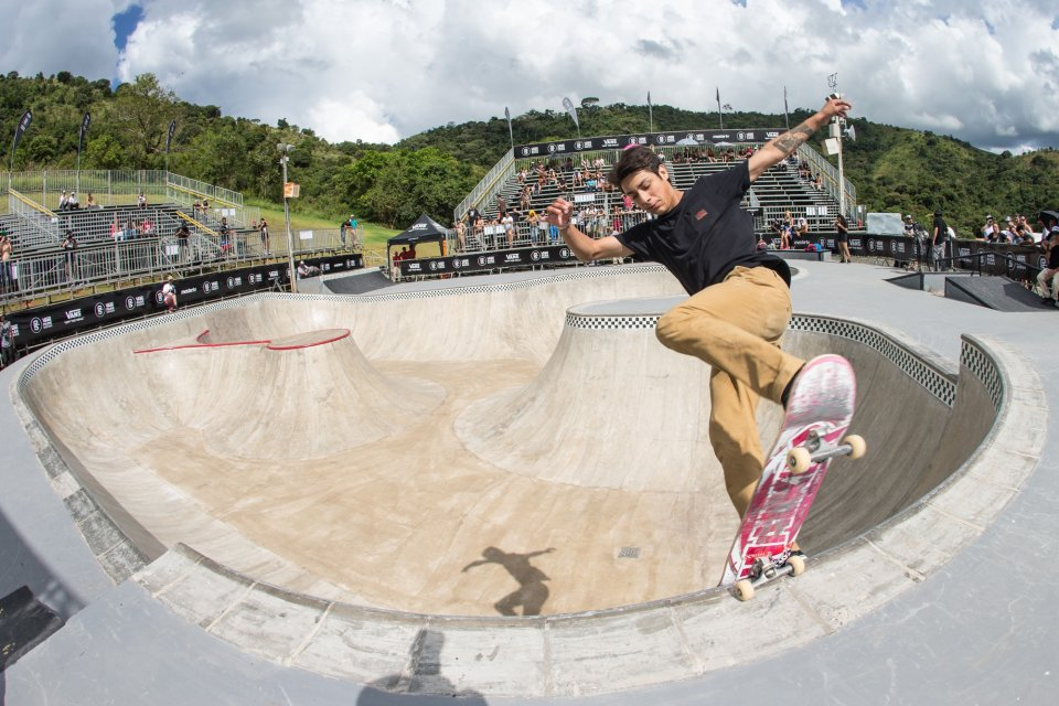 Willy Lara Frontside Noseblunt  Photo: Bryce Kanights</span>